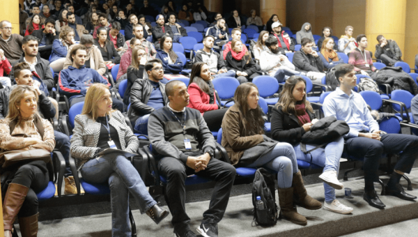 Bolsistas ProUni recebem dicas sobre mobilidade acadêmica
