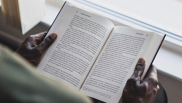 Hábito de leitura estimula o cérebro e promove benefícios para a saúde mental