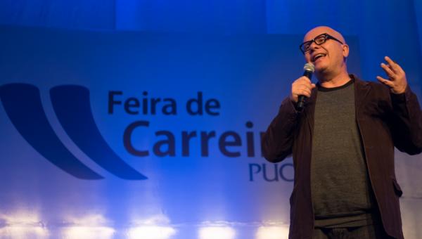 Marcelo Tas palestra sobre carreira e era digital