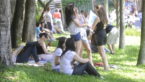 Programa incentiva amizade entre alunos e intercambistas
