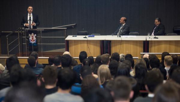 Ministro do STF fala de foro privilegiado e sistema penal em palestra na PUCRS