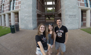 Júlia, Rebeca and Eduardo in the Martel College dormitory, at Rice University