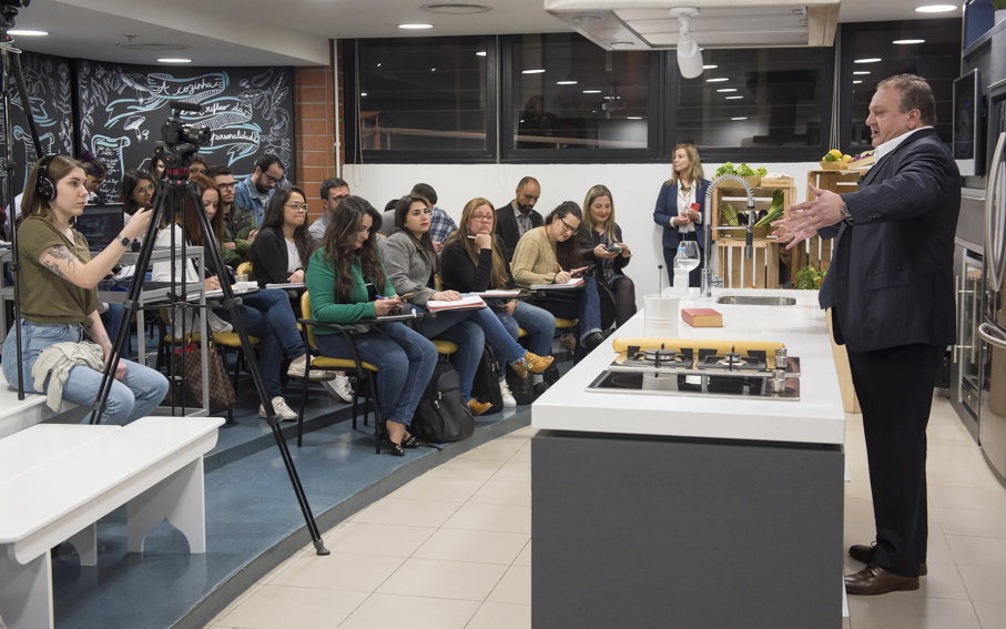 Chef Erick Jacquin brought his experience and charisma to class | Images: Camila Cunha