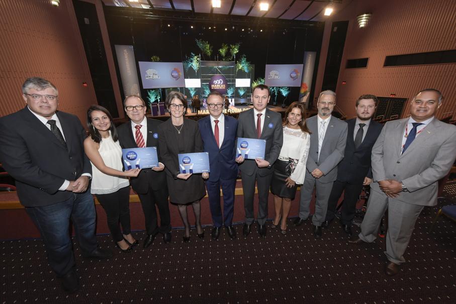 PUCRS representatives celebrate the achievements of Marcas de Quem Decide/ Image: Bruno Todeschini
