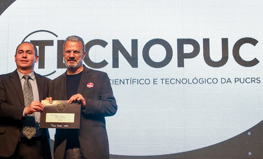 Jorge Audy (D) received award for Tecnopuc
