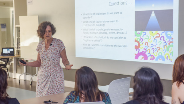 Visiting professor discusses teaching methodologies and technology