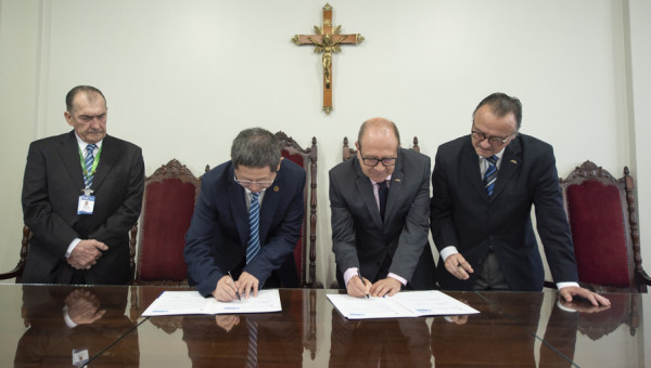 PUCRS signs agreement with university hospital in China