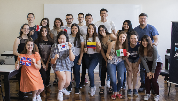 New international students participate in Portuguese course