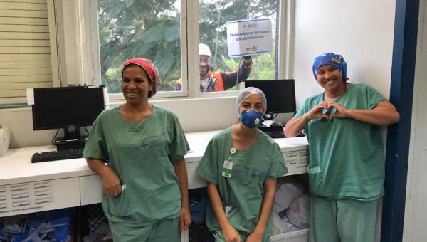 Climbers climb PUCRS' São Lucas Hospital to thank health care professionals