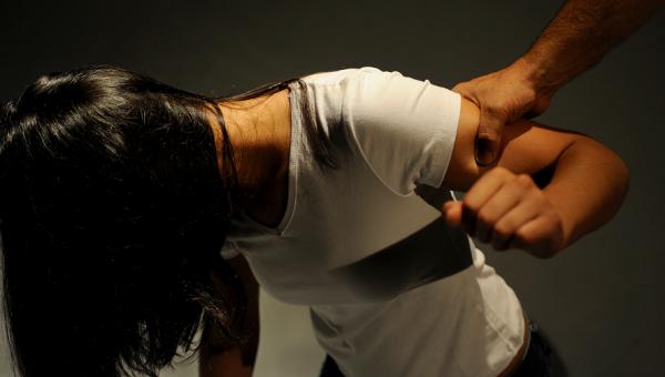 Workshop debate a violência contra a mulher