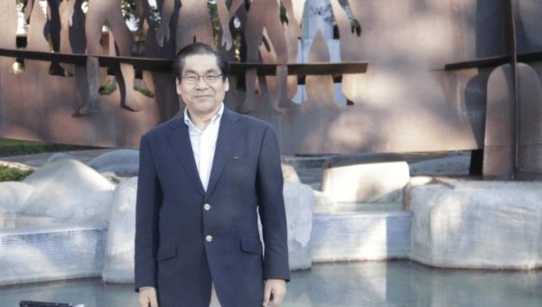 Ex-aluno japonês visita a Universidade após 40 anos
