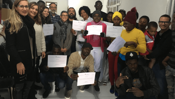 Imigrantes haitianos recebem certificado de curso de português