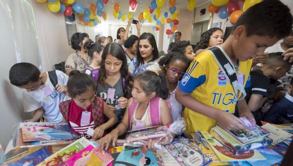 Feira do Livro Infantil do HSL reúne pequenos leitores e patrona Maria Carpi