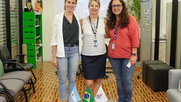 Professora da Universidade de La Plata aborda políticas de pós-graduação
