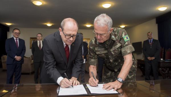 Universidade e Comando Militar do Sul firmam acordo sobre segurança pública