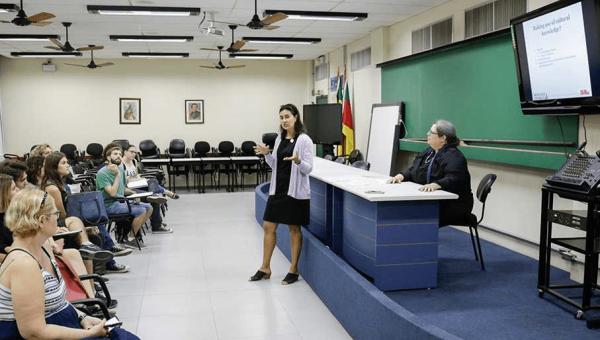 Diferenças culturais em sala de aula são foco em palestra
