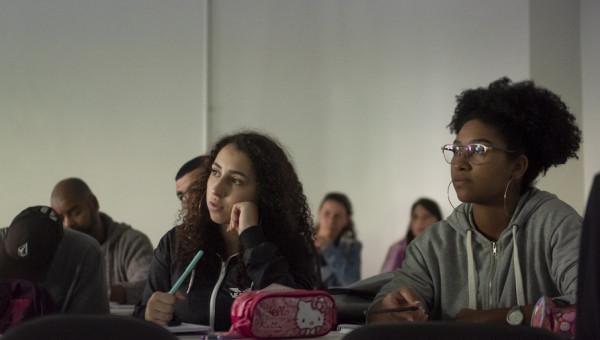 Universidade realiza curso pré-vestibular social para jovens