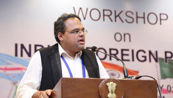 Professor indiano aborda política internacional e governança global em atividades na PUCRS
