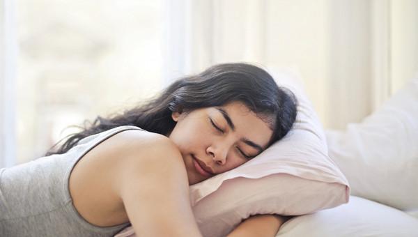 Sonhando demais ou dormindo de menos? Entenda os efeitos da pandemia no sono