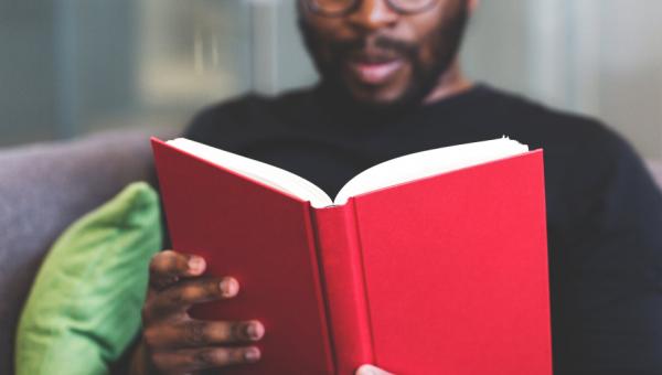 Projeto Hora da Leitura promove a literatura nas redes sociais