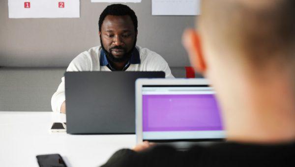 Estudo aponta que o fato de ser negro no Brasil reduz os rendimentos em 17%