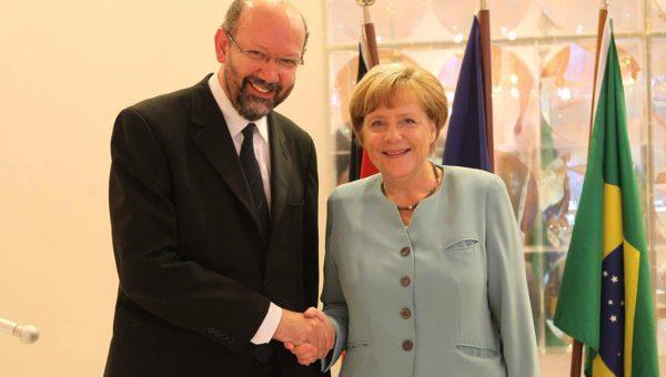 Professor Draiton Gonzaga de Souza recebe Cruz do Mérito da Alemanha