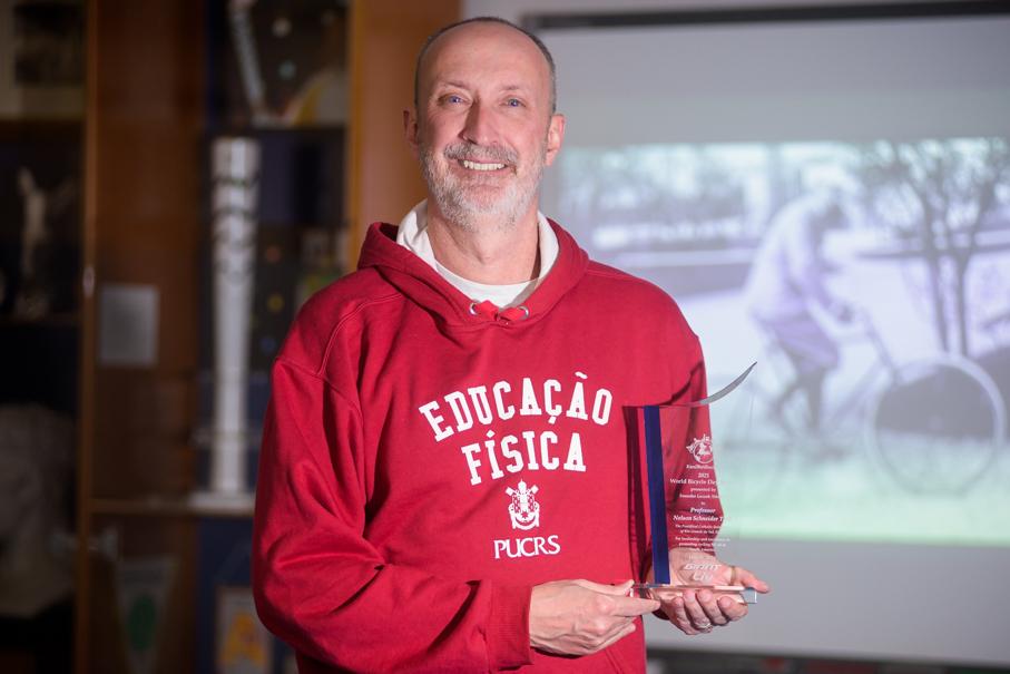 Professor da PUCRS recebe prêmio da ONU relativo ao Dia Mundial da Bicicleta