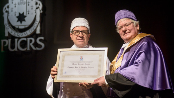 Fernando Catroga awarded honorary degree from PUCRS