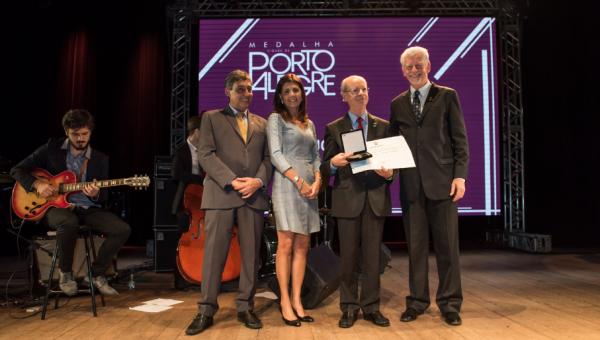 Clotet recebe Medalha Cidade de Porto Alegre