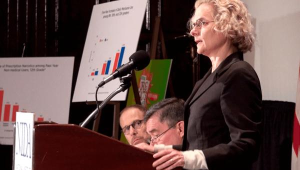 Videoconferência apresenta Nora Volkow, pioneira em estudos sobre drogas