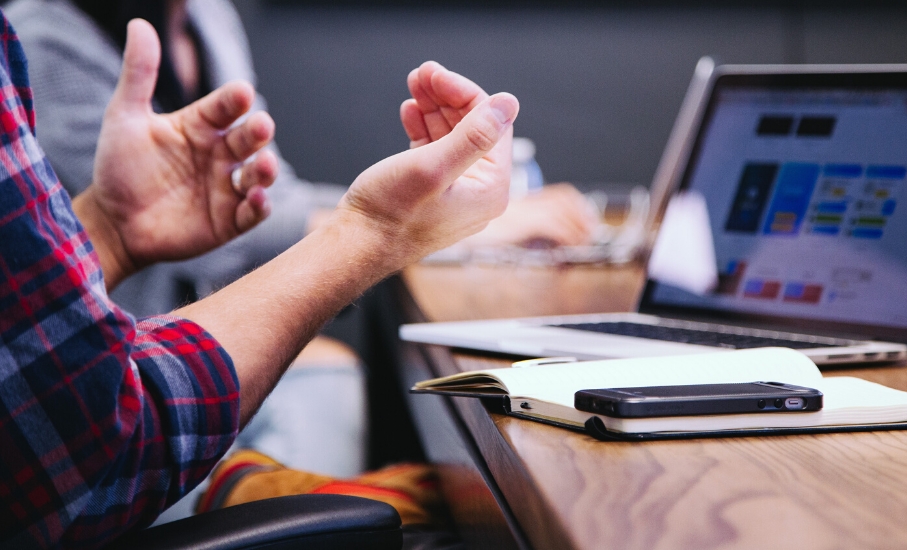 5 formas de linguagem corporal para estar atento durante entrevistas de emprego