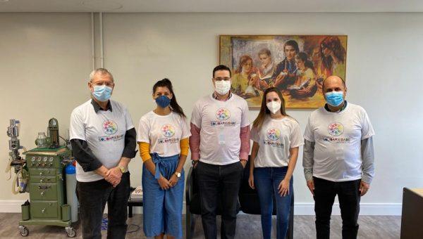 Liga de Pediatria da Escola de Medicina arrecada doações em troca de camisetas
