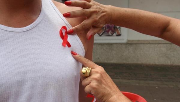 80,7% das pessoas com HIV relatam dificuldade para contar às pessoas sobre seu diagnóstico