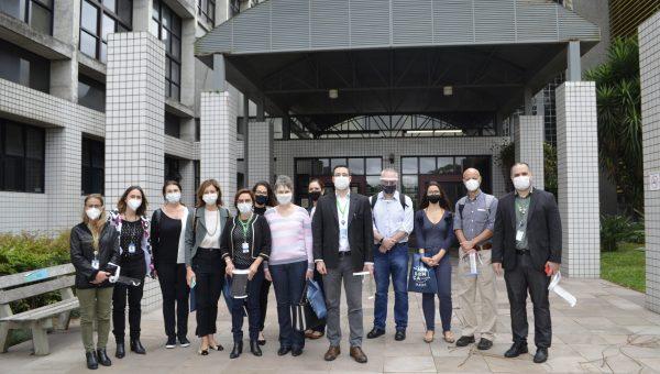 Laboratório de Habilidades da ESMED recebe a visita da direção e professores da Faculdade de Medicina da UFRGS