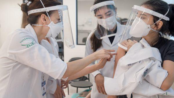 Estudantes da PUCRS atuam na campanha de vacinação contra Covid-19