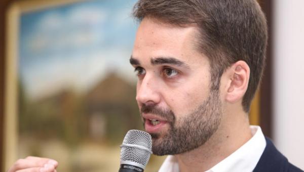 Candidato ao governo do RS, Eduardo Leite é entrevistado na PUCRS