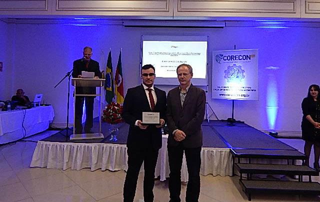 Lorenzo Bianchi recebe prêmio. Foto: Divulgação