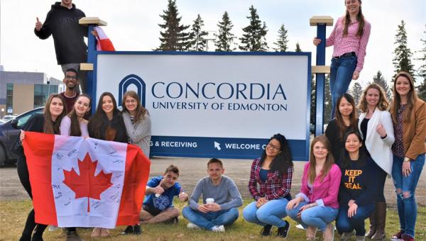 Aluna da Escola de Negócios representa PUCRS em fórum de pesquisa no Canadá