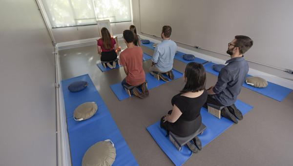 Meditação contribui para a saúde emocional durante o isolamento social