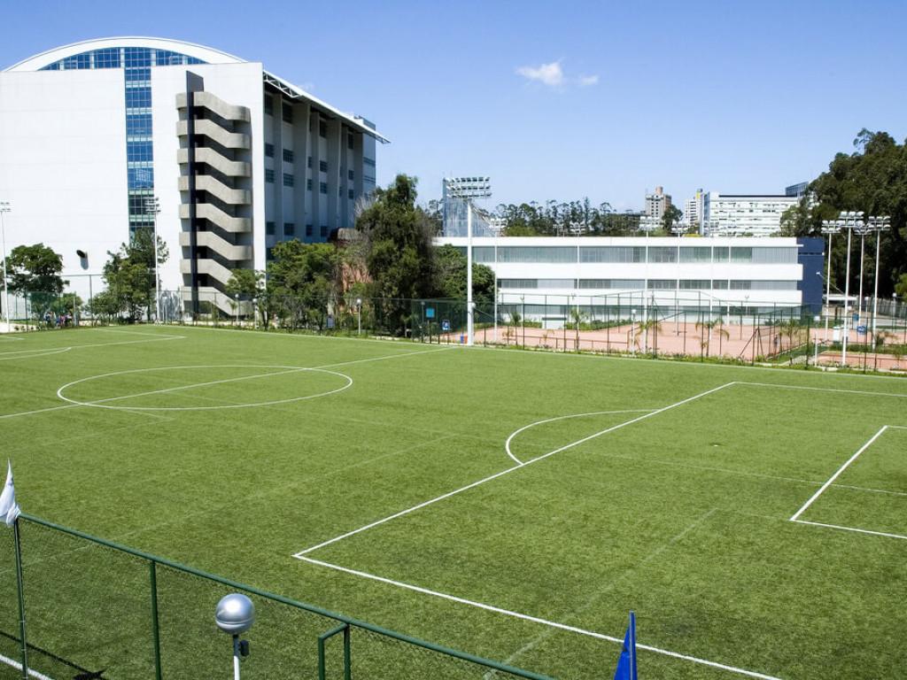 Campo de Futebol 11 - grama sintética. Área externa 608954fb11691