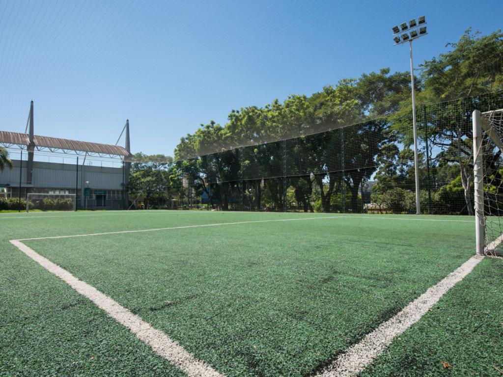 Quadra de Futebol 05 - grama sintética. Área externa 84287d45b3323