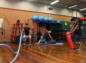 atividade física com exercícios de artes marciais