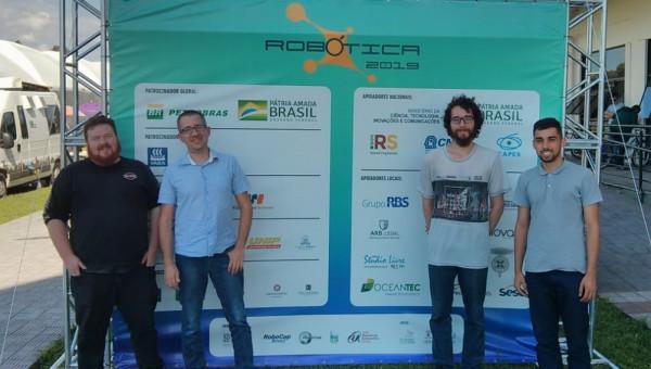 Integrantes do LSA realizam testes de barcos robóticos autônomos em Rio Grande