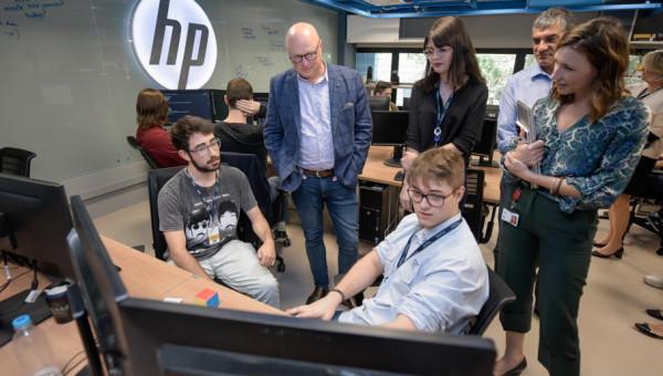 PUCRS e HP inauguram modernização do Laboratório de Inovação em Software