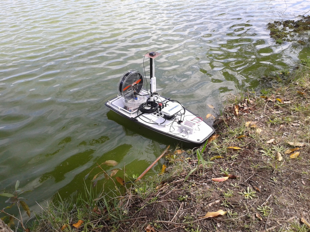 Barco robótico autônomo desenvolvido pelo LSA em missão