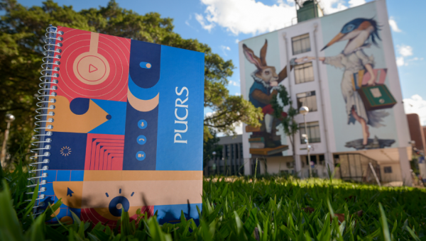 Confira como funcionará a entrega dos novos cadernos para estudantes