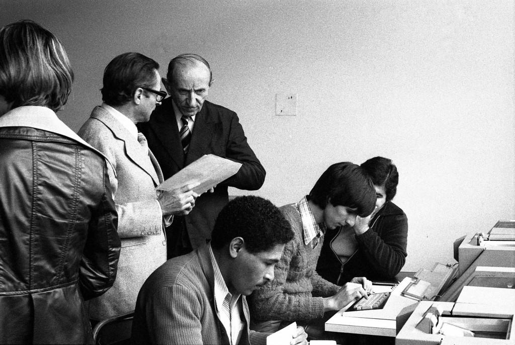 Ir. José Otão acompanha a inauguração do Centro de Informática, em 1977