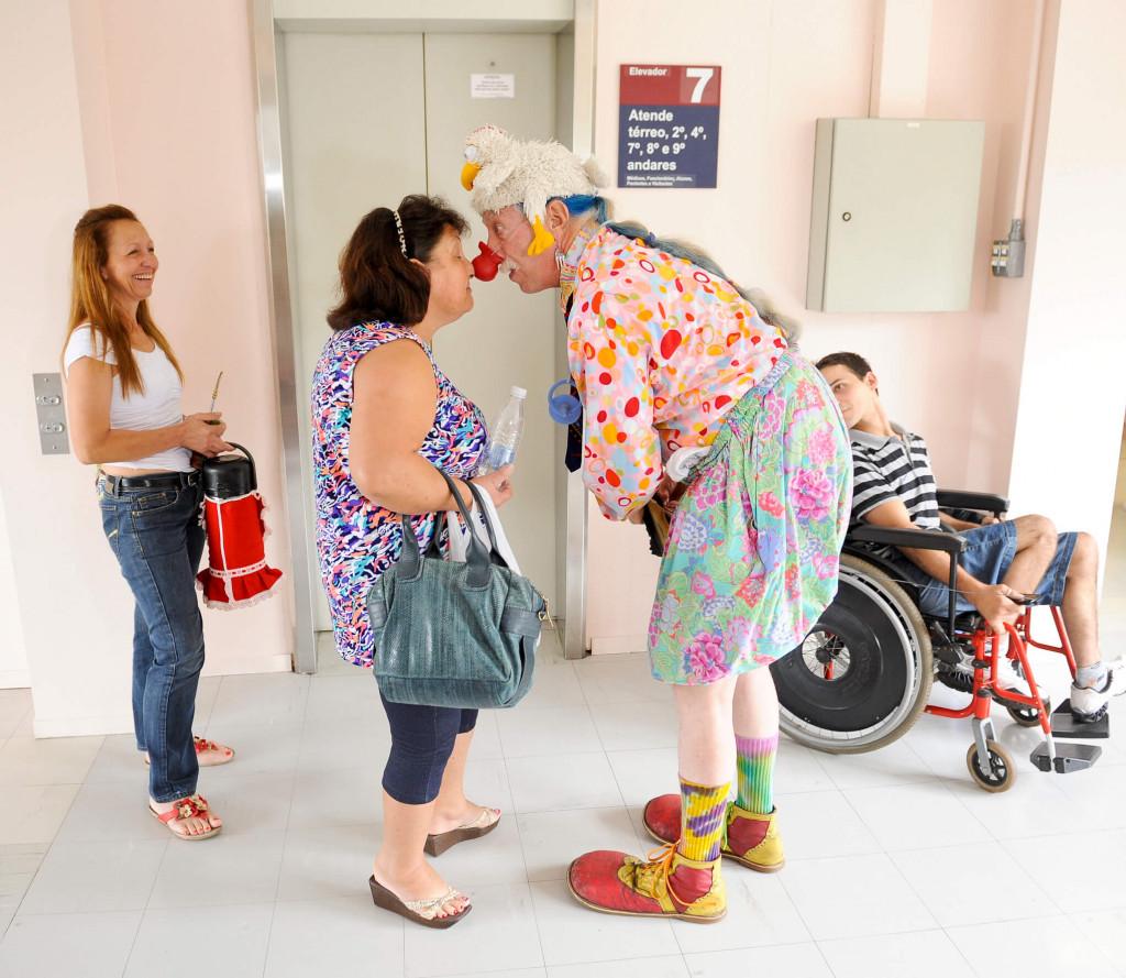 O médico norte-americano Patch Adams espalhou sua alegria pelos corredores do Hospital São Lucas, em 2012