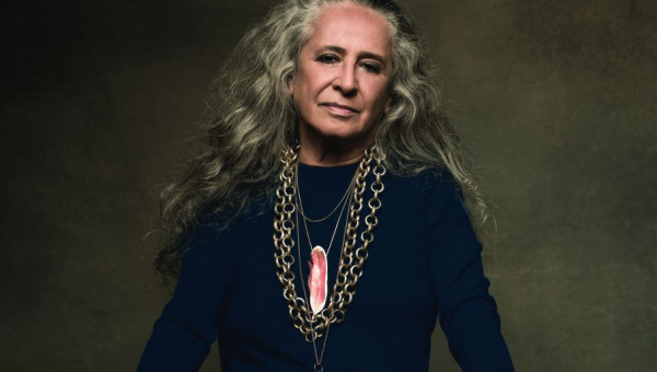 Maria Bethânia recebe Mérito Cultural