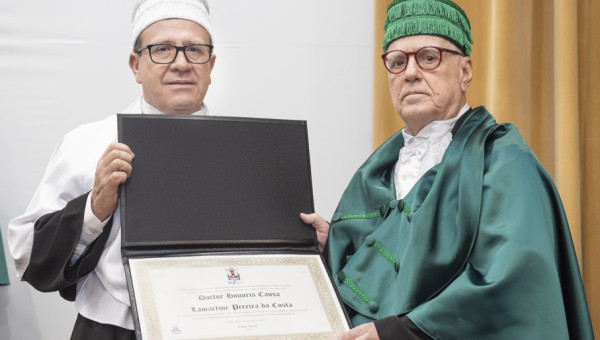 Lamartine Pereira da Costa é Doutor Honoris Causa